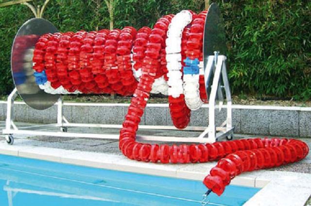 Катушка для хранения дорожек 170х144х120смОснащение бассейна<br>Катушка предназначена для хранения волногасящих разделительных дорожек, шнуров и разметочных наборов для водного поло. Для удобного перемещения катушки есть оснащение колесиками и поручнем. Устройство легко управляется и обеспечивает быстрый доступ к волногасящим дорожкам.Размеры(см): 170х144х120;Диаметр катушки:96см;Вместимость: 75м дорожки с диаметром турбинок 150мм; 150м дорожки с диаметром турбинок 110мм; 300м поплавковых дорожек; полный тренировочный комплект разметки для водного поло: 20х30м или 20х25м или половину соревновательного комплекта;Материал: сталь AISI 304, колеса - резиновое покрытие.<br>