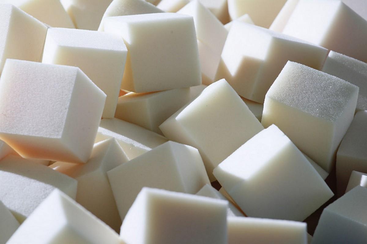 Купить Кубик поролоновый 300х300х300мм, пл.16кг/м3, белый, NoBrand