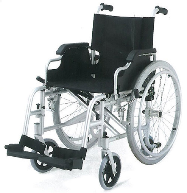 Инвалидная коляска Titan Deutschland Gmbh алюминиевая LY-710-953 J/A инвалидная коляска алюминиевая 40см 45 см titan deutschland gmbh ly 710 953 j a